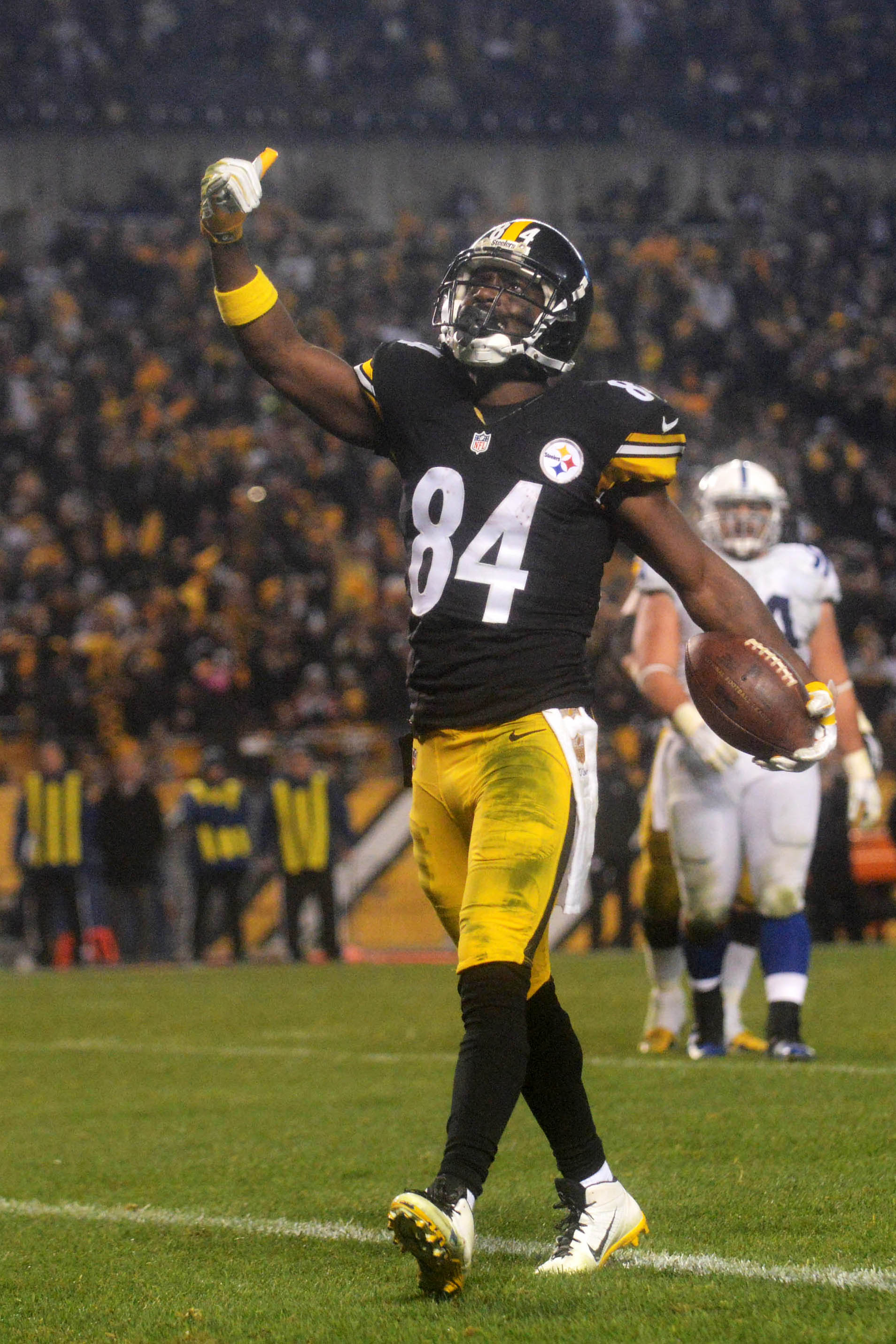 Rival Clubs Asked About Antonio Brown Trade