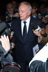Jerry Jones (vertical)
