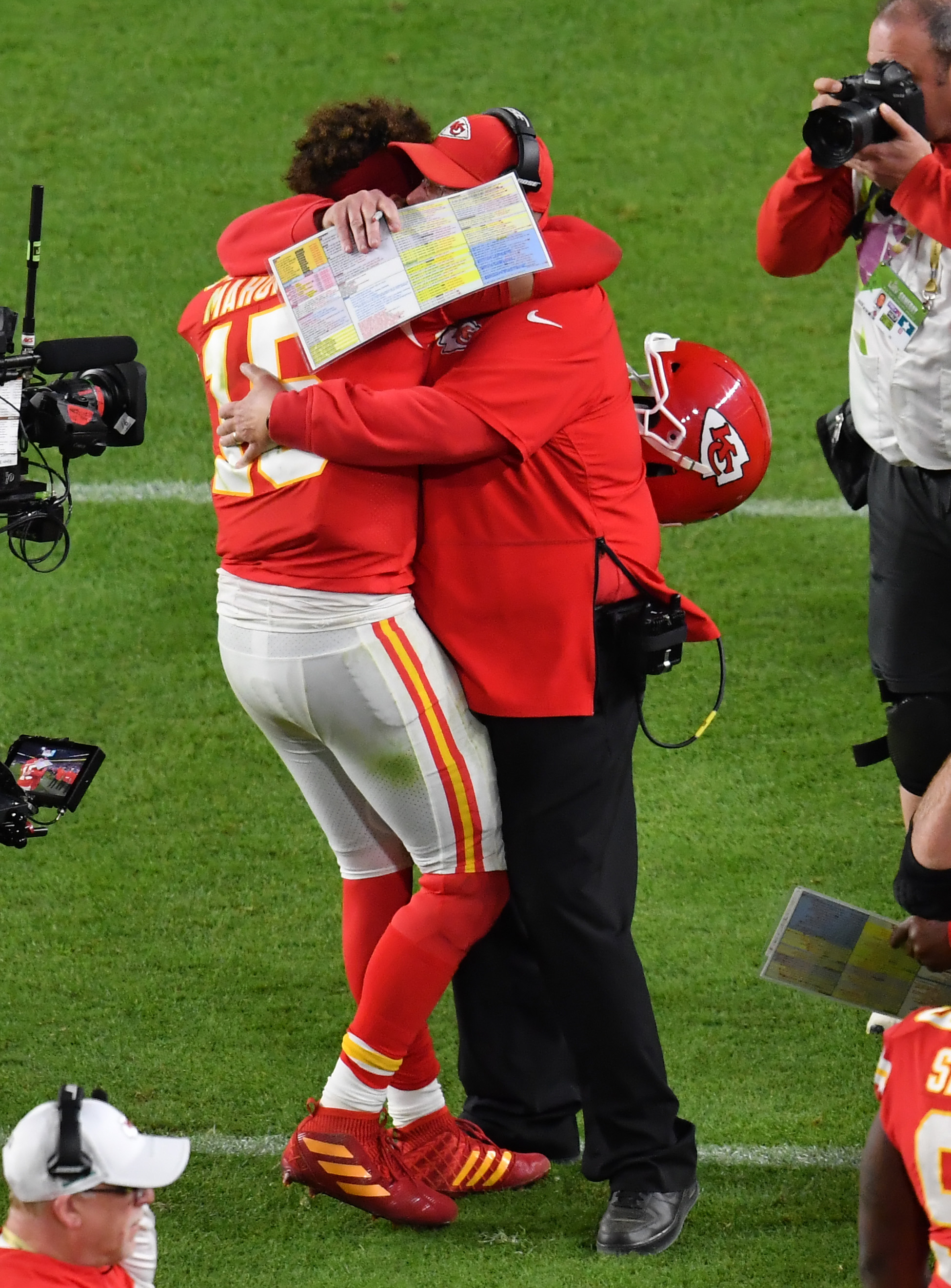 Chiefs Sign Patrick Mahomes To 10-Year Extension