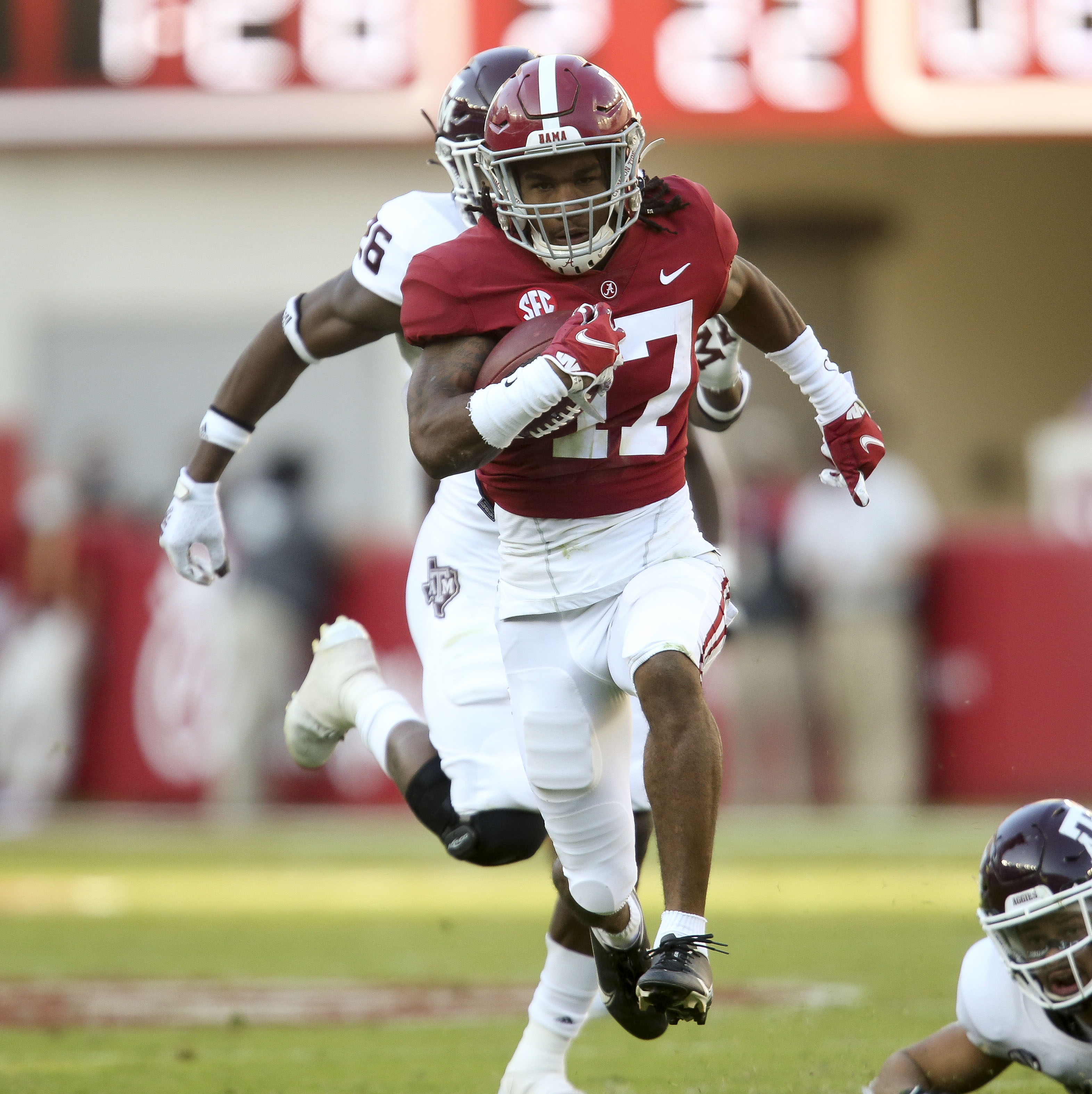 Alabama Wr Jaylen Waddle Done For Year